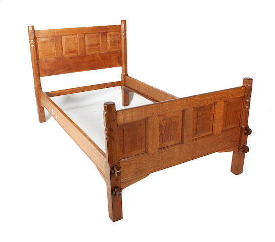 A Cotswold school oak single bed