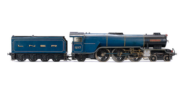 "3½"" gauge model of the LNER Thompson Class A2 4-6-2 locomotive and tender Hielan Lassie"