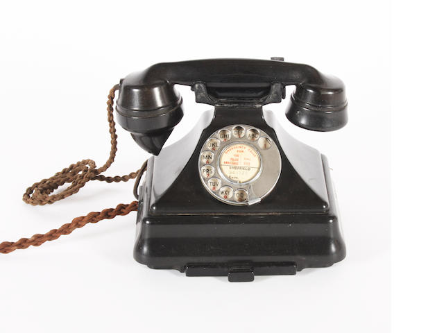 GPO 200 series black bakelite telephone