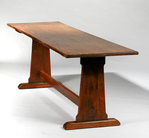 An early 20th Century oak dining table