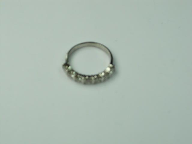 An 18ct white gold diamond ring