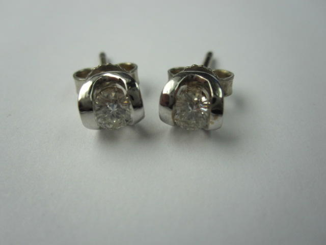 A pair of 18ct white gold diamond earstuds