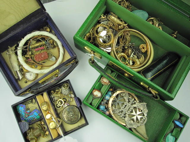 A mixed lot of jewellery,