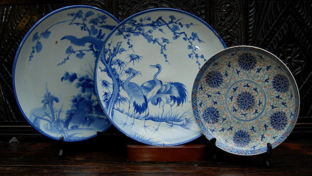 Two Chinese blue and white chargers and a Chinese enamelled dish