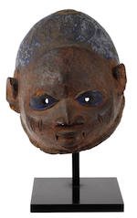 Two African masks, 26cm and 32cm long respectively (2)