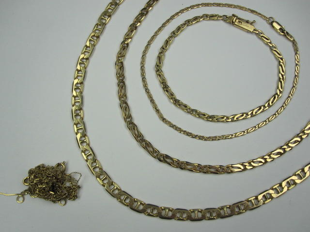 A collection of precious yellow metal jewellery,