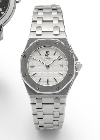 Audemars Piguet. A stainless steel quartz ladies bracelet watch with fitted box Royal Oak, Offshore, Case No.85147