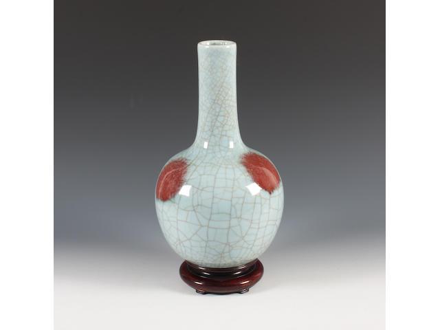A crackle-glazed underglaze-red bottle vase Qing Dynasty.