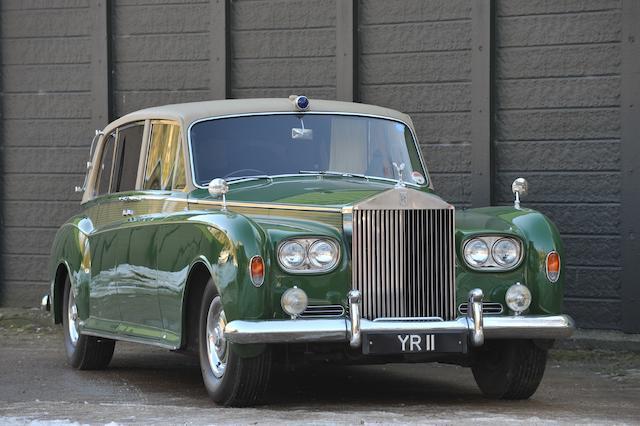 Voiture ayant appartenu à son Altesse royale Édouard, Duc de Kent, dans une livrée vert Harrods,1963 Rolls-Royce Phantom V Limousine  Chassis no. 5VA 23