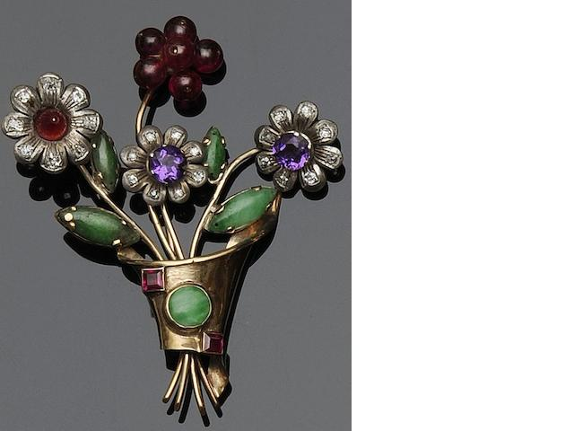 A floral spray brooch
