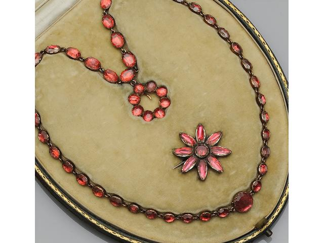 A Georgian paste set necklace (2)