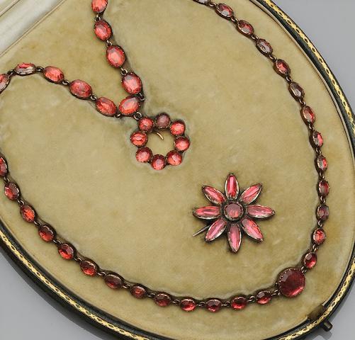 A Georgian paste set necklace (2)