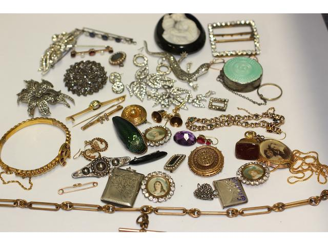 A collection of assorted jewellery and costume jewellery,