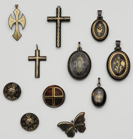 A collection of Victorian tortoiseshell piquéwork jewellery (11)