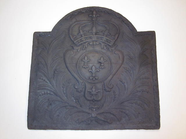 A French cast iron fire back