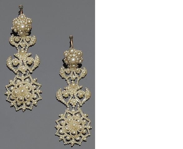 A pair of seed pearl earpendants and brooch
