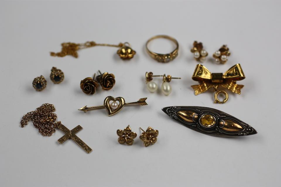 A quantity of jewellery,