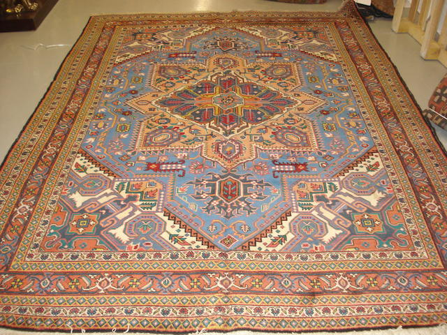 A Heriz design carpet 307cm x 221cm