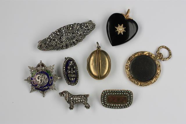 A diamond set spaniel brooch (8)