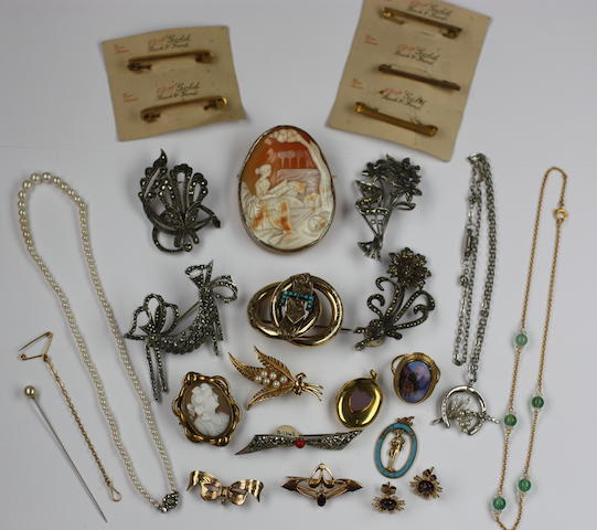 A mixed group of 19th century and later jewellery