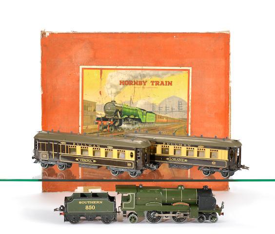 Hornby Series E320 Golden Arrow Gift Set