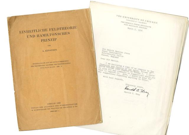 EINSTEIN (ALBERT) Einheitliche Feldtheorie und Hamiltonsches Prinzip
