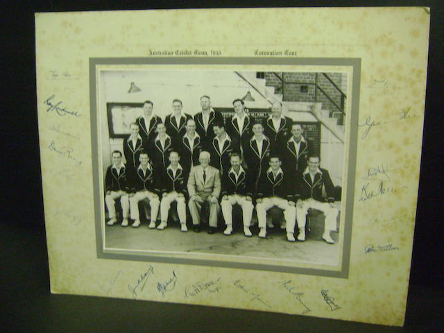 1953 Australian cricket team hand signed photograph