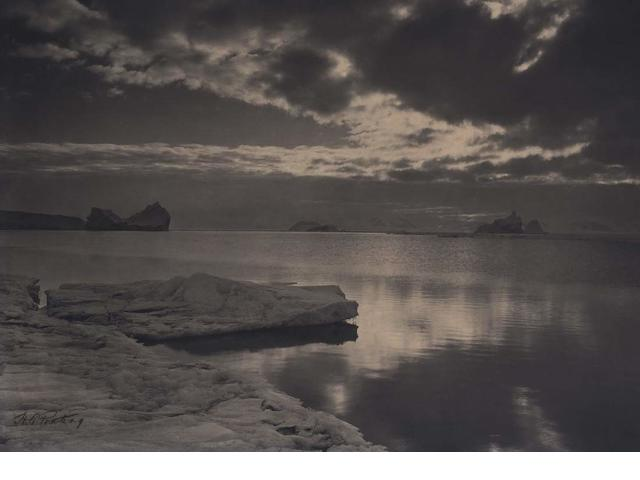 Ponting, Midnight in the Antarctic Summer