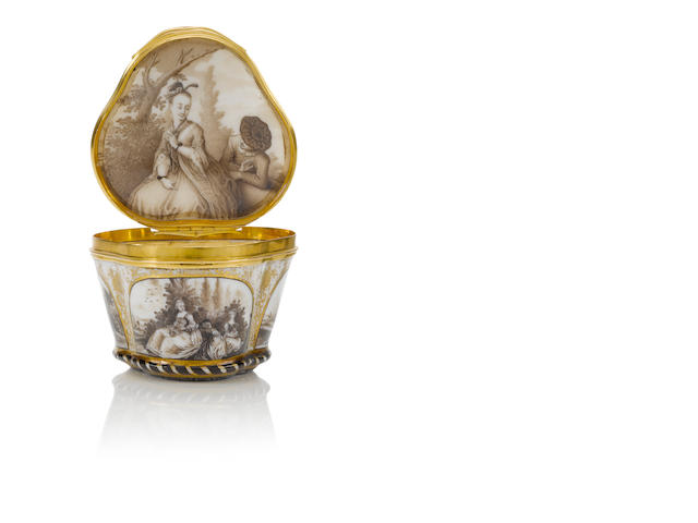 A Meissen box with 'Embarking for Cythera' scene circa 1740-50
