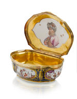 A silver-gilt-mounted Meissen underglaze-blue-ground snuff box circa 1730-35