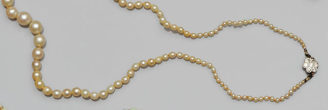 A graduated pearl necklace