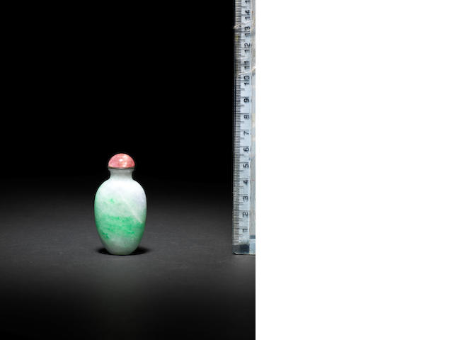 An apple-green and lavender jadeite snuff bottle 1800-1900
