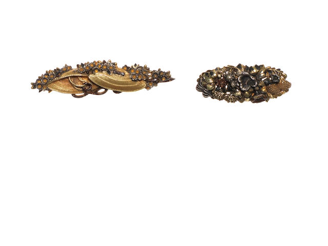 A pair of gold menuki By Kogo Yoshitoshi (1908-1958), 20th century