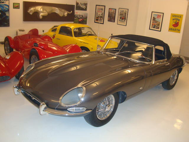 External bonnet lock,1961 Jaguar E-Type Series I 'Flat Floor' 3.8-Litre Roadster  Chassis no. 875232 Engine no. R1357-9