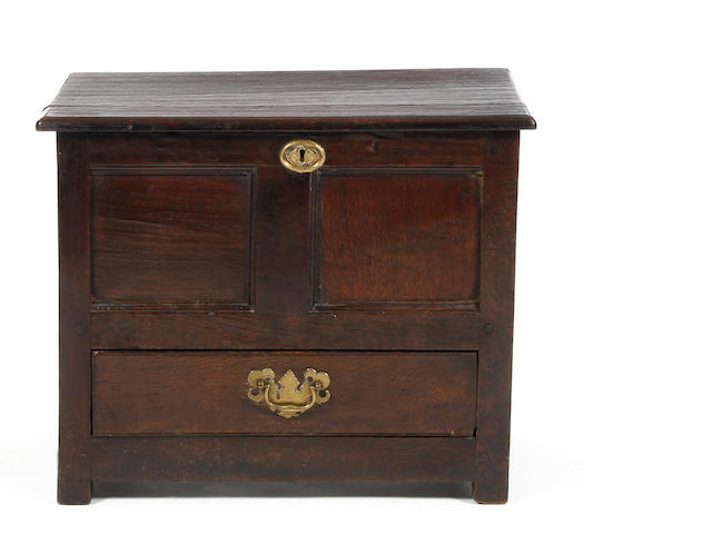 An early George III oak 'coffer bach'