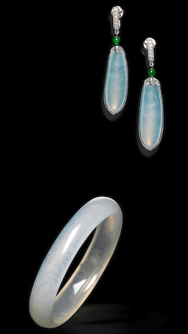 A jadeite bangle and earrings set