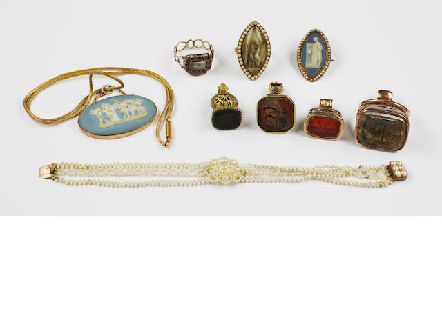 A collection of antique jewellery,