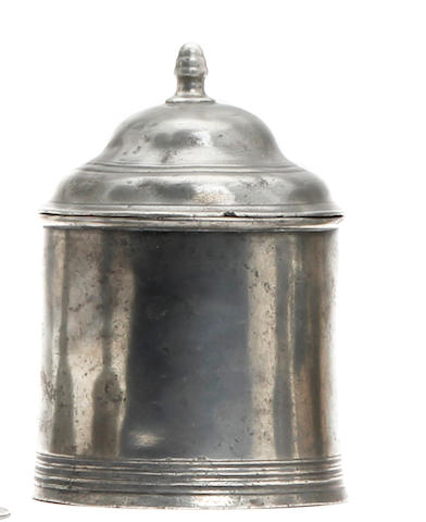 An 18th Century lidded tobacco box