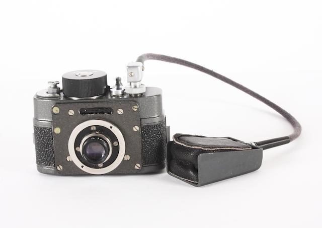 F21 Button camera