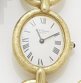 Chopard. A lady's 18ct gold manual wind chain link bracelet watch Circa 1970