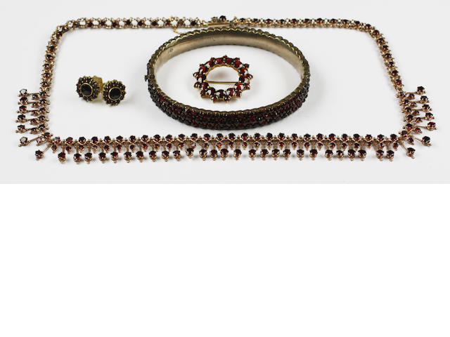 A collection of assorted jewellery items,