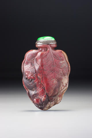 A soapstone 'leaf and butterfly' snuff bottle 1750–1880