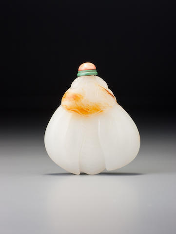A white nephrite pebble-material 'silkmoth' snuff bottle 1720–1840