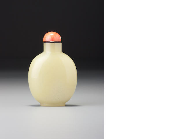 A yellow nephrite snuff bottle 1700–1850