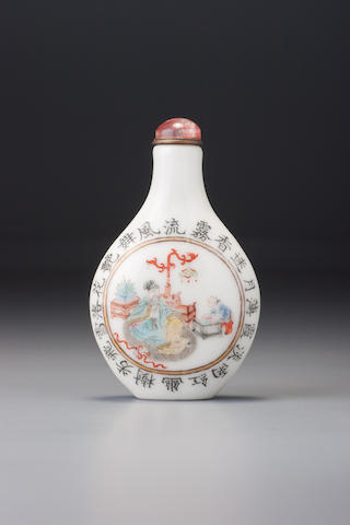 A 'famille-rose' porcelain 'figures and poem' snuff bottle Imperial kilns, Jingdezhen, Daoguang iron-red four-character seal mark and of the period, 1821–1850