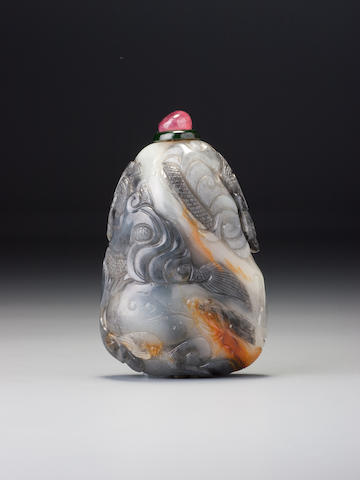 A nephrite pebble-material 'dragons' snuff bottle Possibly Master of the Rocks school, possibly Suzhou, 1740–1850