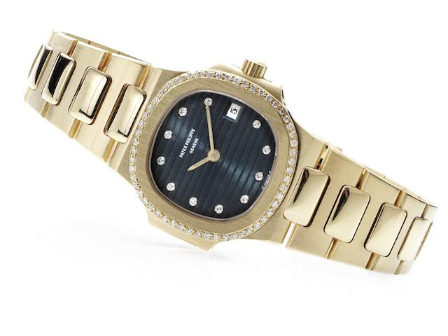 Patek Philippe. A fine 18ct gold and diamond set lady's quartz calendar bracelet watch Nautilus, Ref:4700/2, Case No.558142, Movement No.1524607, Circa 1985