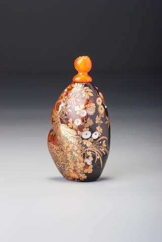 An amber and mother-of-pearl 'garden scene' snuff bottle Shibayama style, possibly by Tanzan, 1854–1930