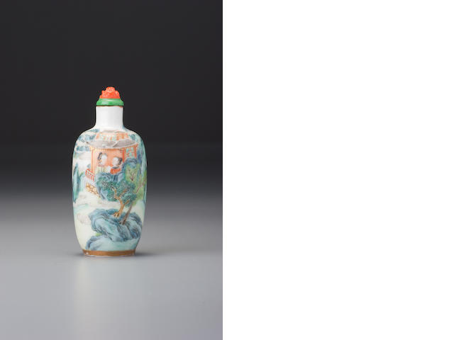 A 'famille-rose' enamelled porcelain 'figures' snuff bottle Jingdezhen, 1796–1820
