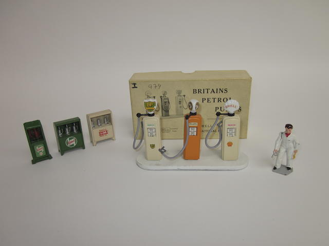 Britains set 101V, Petrol Pumps 7